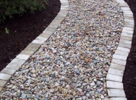 Gravel path with border o
